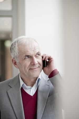 Businessman with cellphone Banque d'images