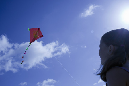 Young girl playing with a kite 版權商用圖片