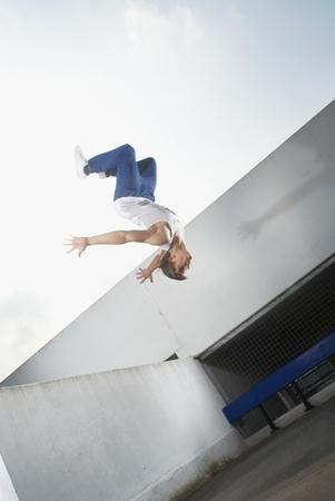 Man jumping on urban rooftop Banco de Imagens - 85899831