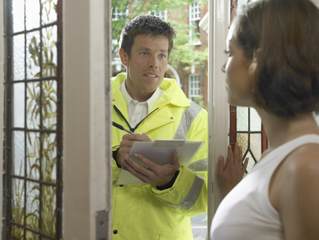 Customer service talking to woman Reklamní fotografie