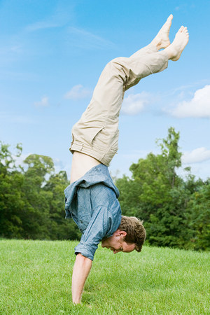 Man doing a handstand Stock Photo - 85899973