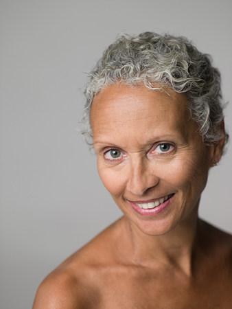 Retrato de una mujer mayor Foto de archivo - 86036652