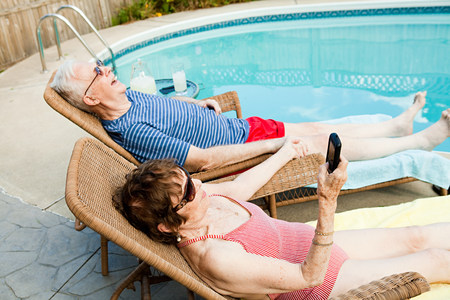 Senior couple relaxing by swimming pool Stock Photo - 86036865