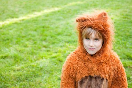 Boy dressed up as bear 版權商用圖片