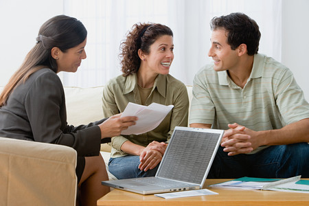 Couple with a financial advisor Imagens