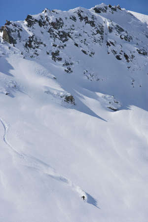 pila: Skier carving through powder snow