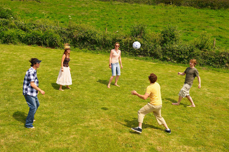 Group of five people playing football 免版税图像