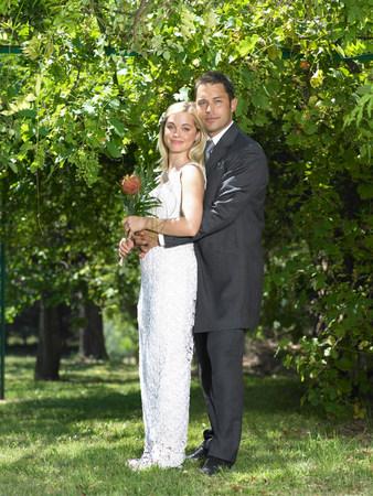 Portrait of bride and groom in garden Reklamní fotografie