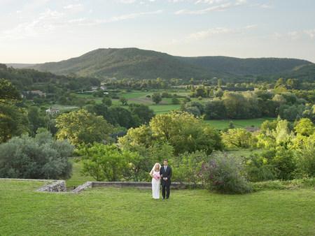 Wedding couple in garden