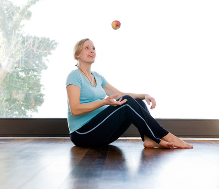 pregnant woman juggling apple Imagens