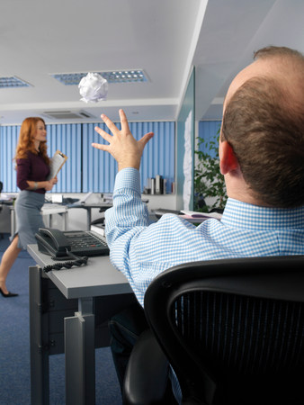 Office worker throwing paper ball Imagens