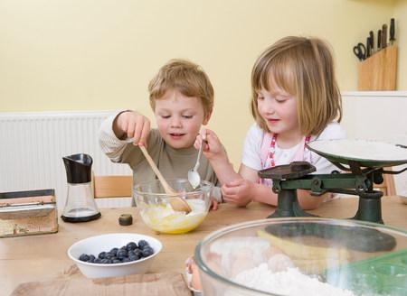boy and girl making fruit muffins Reklamní fotografie