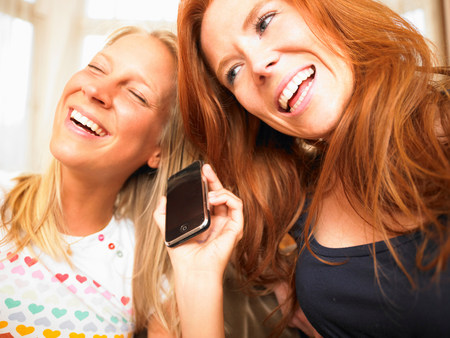 young women using phone Banque d'images