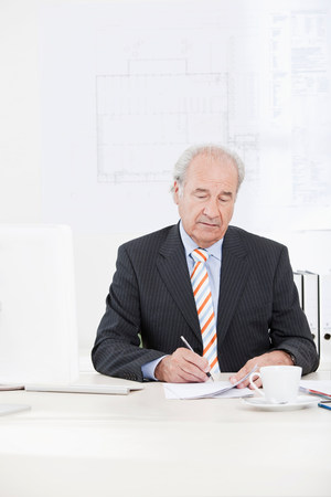 Senior businessman signing document Reklamní fotografie