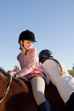 Girl mounting a horse Reklamní fotografie