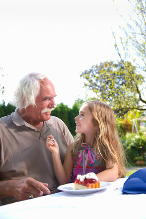Granddaughter joking with grandfather Banque d'images - 113852309