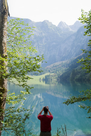 Man making photos of mountains and a sea 版權商用圖片