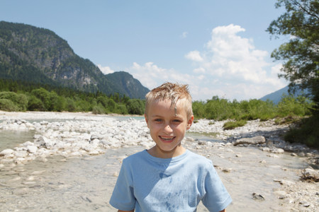 Free Time by the River in the Mountains Imagens
