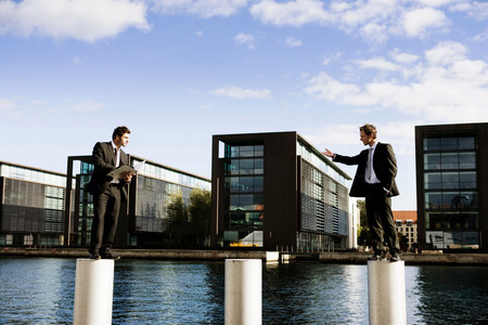 2 men on poles Banque d'images - 114110520