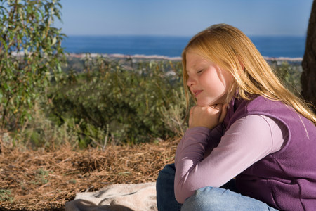 Young girl daydreaming in rural scene Imagens