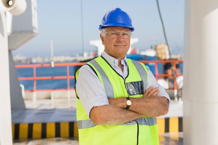 Older worker on ship Imagens