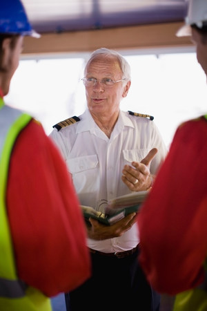 Captain talking to workers Stockfoto