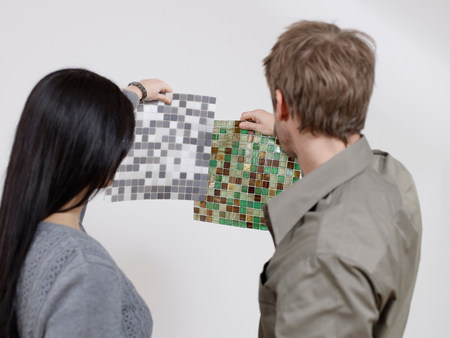 Couple choosing between tiles Foto de archivo