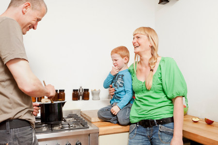 Parents cooking for reluctant son Stockfoto