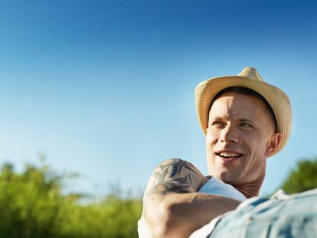 Smiling man wearing sunhat outdoors 版權商用圖片