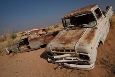 Rusting cars submerged in sand Standard-Bild - 113869750