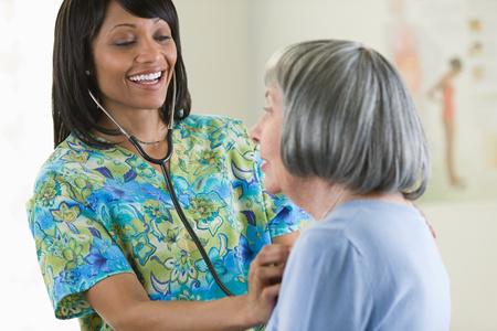 A nurse examining a patient Standard-Bild