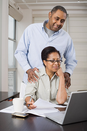 Couple doing home finances Imagens