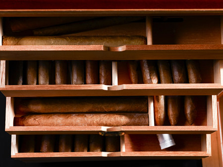 Cigars in box background. Imagens