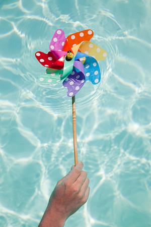 Person holding pinwheel in swimming pool Foto de archivo