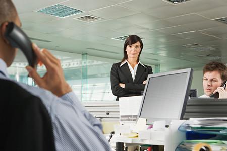 Geschäftsfrau und Büroangestellte