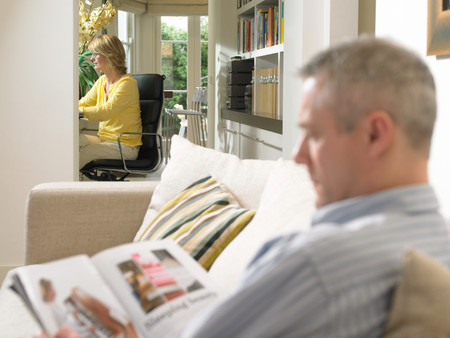 Mature couple resting at home 免版税图像