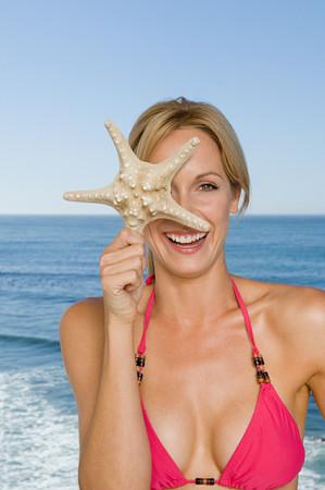 Woman holding a star fish Standard-Bild