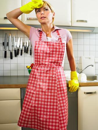 Woman standing by sink Фото со стока - 116808464