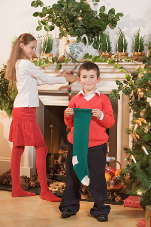 Children with christmas stockings Imagens