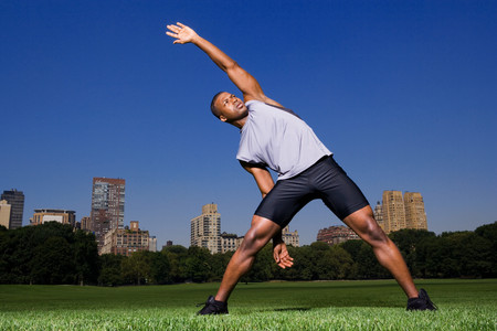 Man stretching in the park Imagens