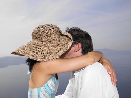 Couple kissing, sea view Banco de Imagens