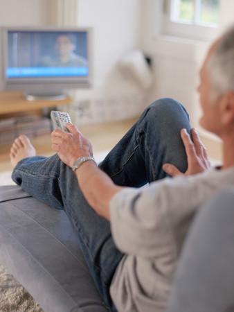 A man watching tv Archivio Fotografico - 124703986