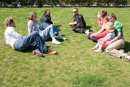 People relaxing in a park Banco de Imagens - 124929583