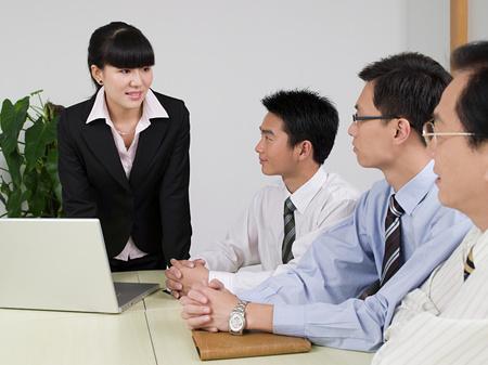 Hommes d'affaires en réunion