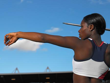 Female javelin thrower Foto de archivo - 119130515