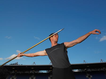 Male javelin thrower Foto de archivo - 119184704