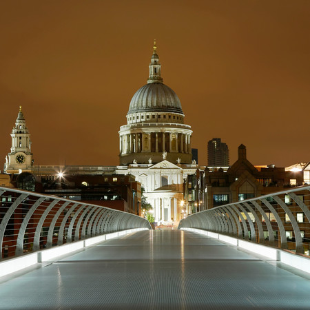 St. Paul's And Millennium Bridge, London 免版税图像 - 117921804