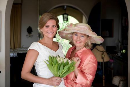Mother And Bride Portrait Imagens