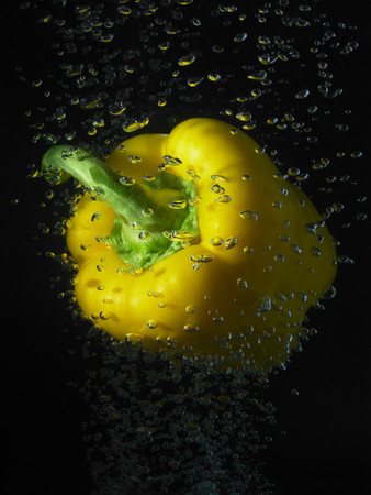 Yellow Pepper In Water Bubbles Imagens - 117923162
