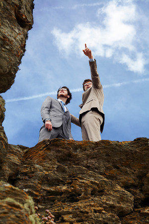 Businessmen Standing On Cliff Edge 版權商用圖片